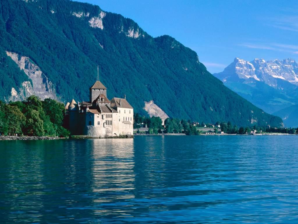 http://ladyfi.files.wordpress.com/2008/11/chateau-de-chillon-lake-geneva-switzerland1.jpg
