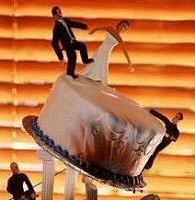 disaster-wedding-cake
