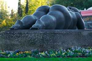 fat-lady-sculpture-botero