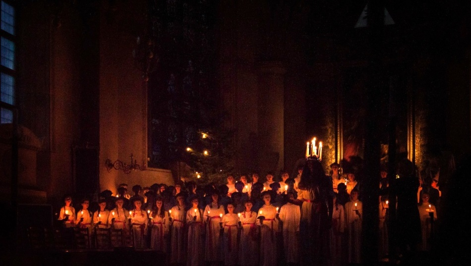 Lucia singers