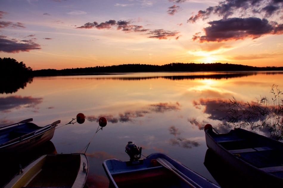 Fourboats.jpg